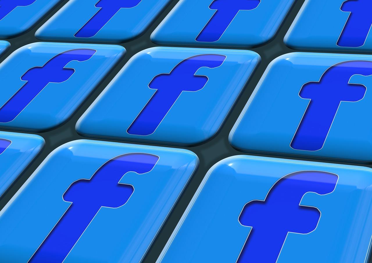 logo facebook en un teclado de ordenador